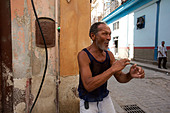 STREET PHOTOGRAPHY in cuba. - Stock Image - BYRM4K