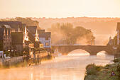 Arundel, West Sussex, UK. 25th August, 2015. UK Weather, with the low mist rising from the river Arun in the ancient town of Arundel it makes for a picturesque start to the day. © Photovision Images News/Alamy Live News - Stock Image - F11DMT