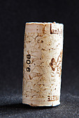 technical cork with disks at the end and glued agglomerate cork in the middle - Stock Image - BEAW5N
