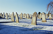A grave yard in the snow - Stock Image - AT381R
