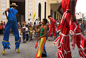 Group of people on stilts and in colourful costumes dancing and juggling in the street Habana Vieja Old Havana Havana Cuba - Stock Image - A703NH