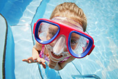 A child with goggles - Stock Image - A3GB91