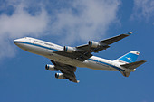 Kuwait Airways Boeing 747-469M departure at London Heathrow Airport, United Kingdom - Stock Image - B8F1CK